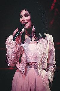 Cher w 1990 [Wikimedia]