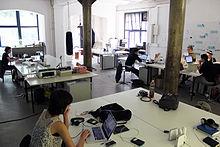 Biuro wynajmowane na coworking [Wikimedia]